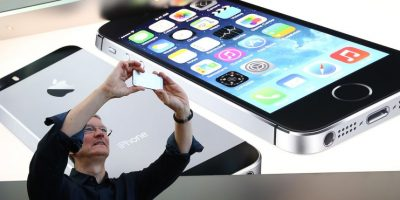 Tim tomando una foto con el iPhone en una Apple Store. Foto: Getty Images