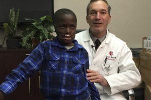 A sus 8 años será sometido a una cirugía estética que solo se ha realizado en tres ocasiones. Foto:AP