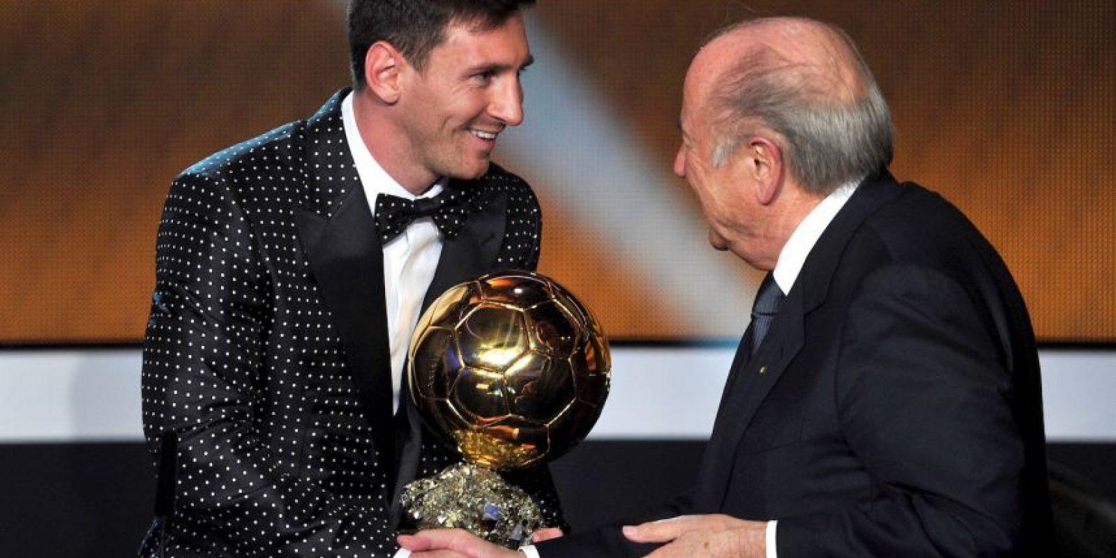 Pero en octubre de 2015, el Comité de Ética de la FIFA lo suspendió y tuvo que dejar el cargo. Foto:Getty Images