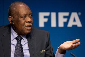 Issa Hayatou fue quien quedó como presidente interino del organismo. También es presidente de la Confederación Africana de Fútbol (CAF). Foto:Getty Images