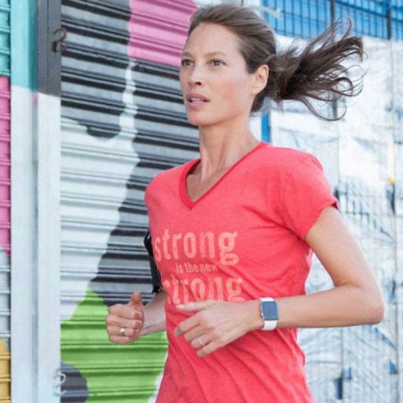 Ahora se dedica al atletismo y la filantropía. Foto: vía Facebook/Christy Turlington Burns