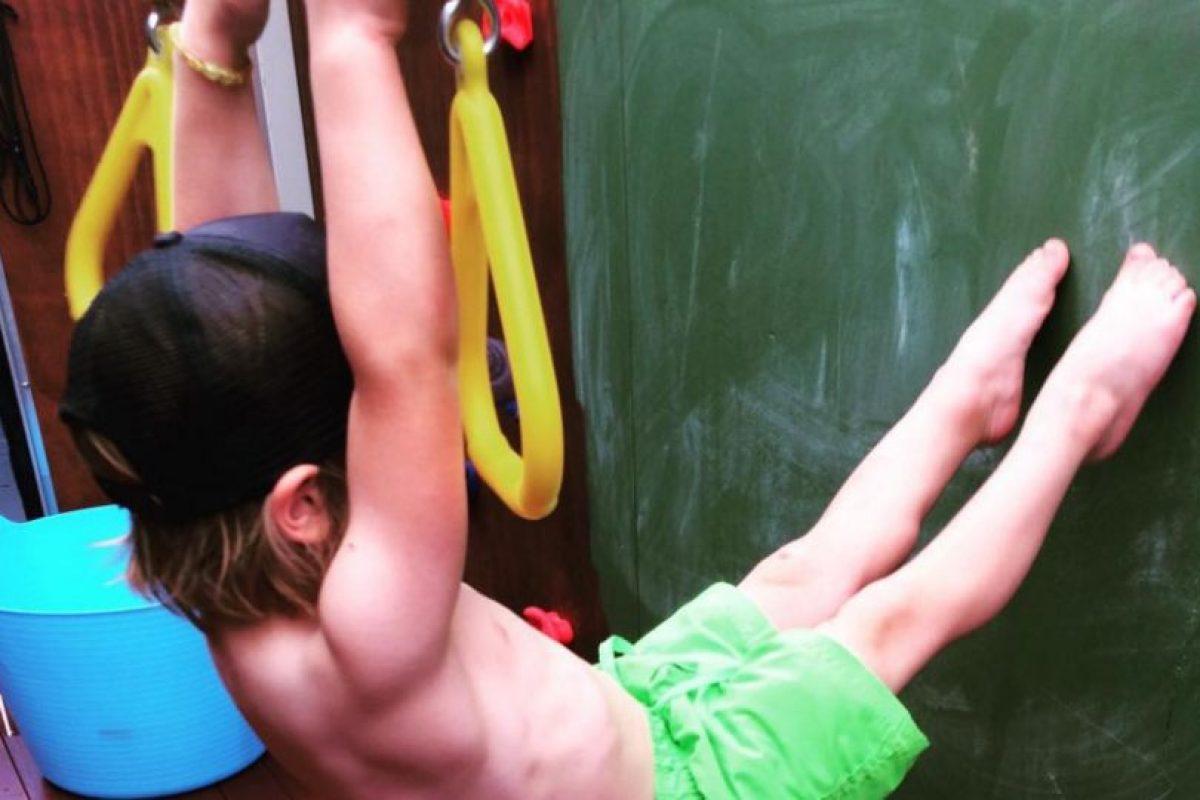 Y mostrando su flexibilidad. Foto:Vía instagram.com/musclylittlemonster