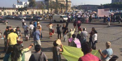 VIDEO. Manifestantes a favor y en contra de los exmilitares se concentran en el Parque Central