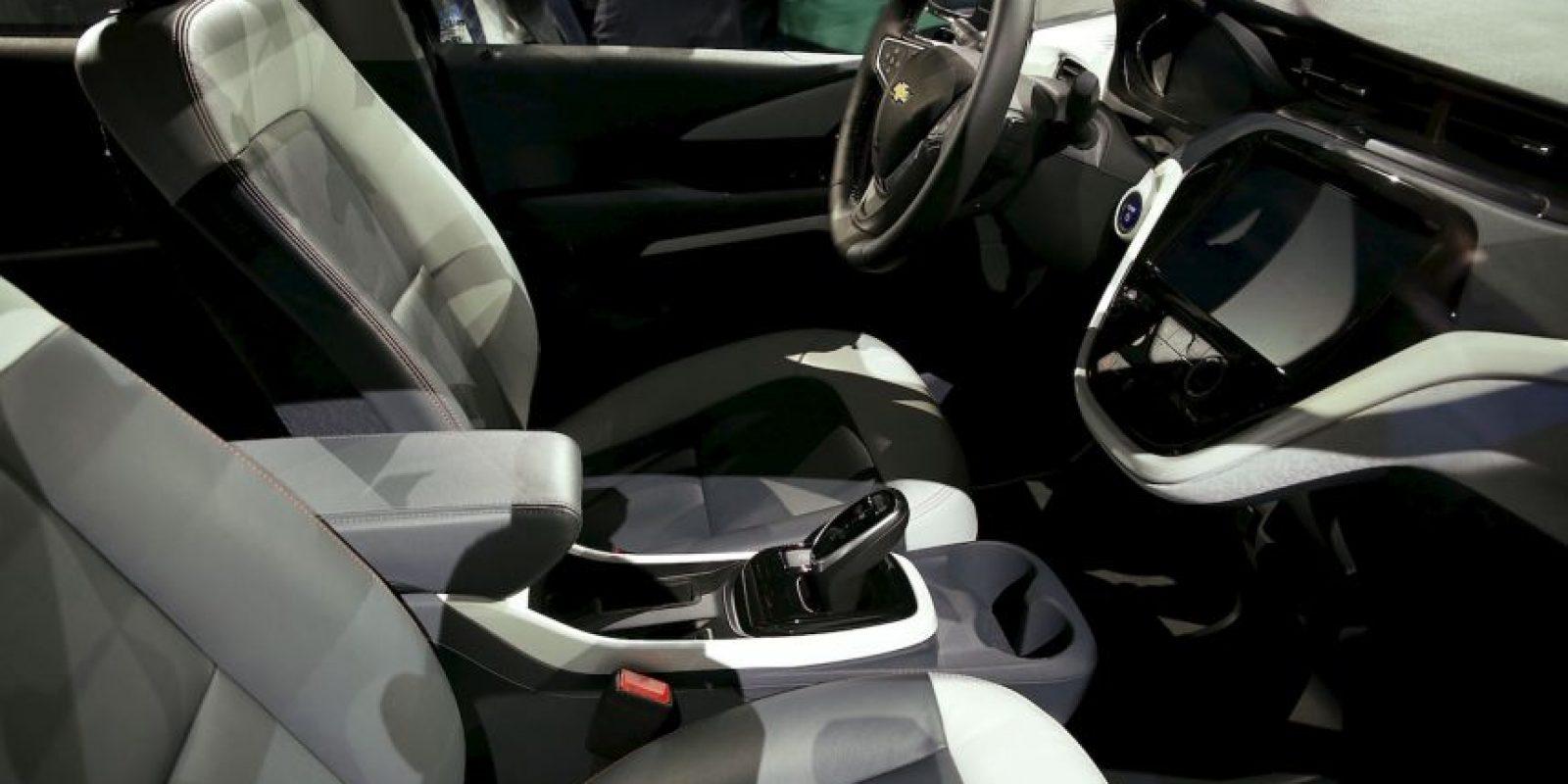 Automóviles. Los pasajeros menos expuestos resultan ser los que viajan en el asiento trasero central, de acuerdo con Colegio Profesional de Fisioterapeutas de la Comunidad de Madrid. Foto:Getty Images