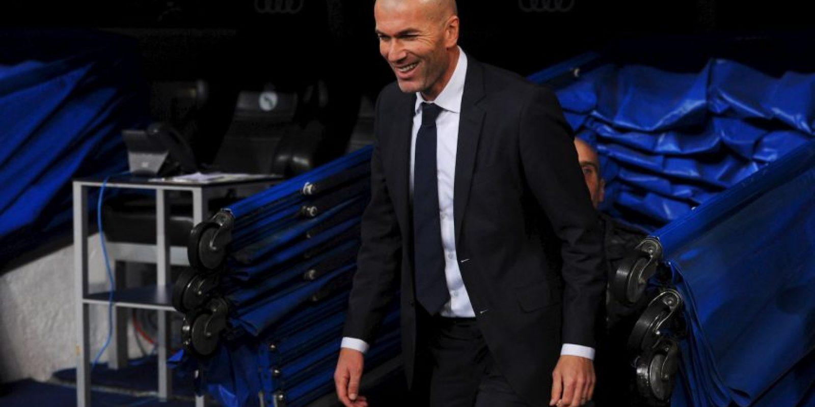Con una sonrisa, el francés apareció en la cancha del Bernabeu. Foto:Getty Images
