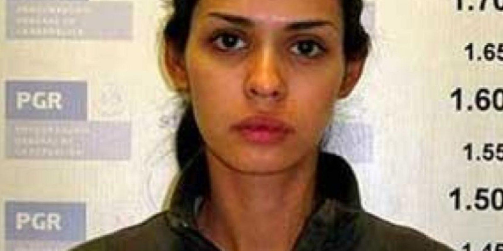 Por esto fue detenida en 2008 en un retén militar, junto con ármas y dólares en efectivo. Foto:vía PGR