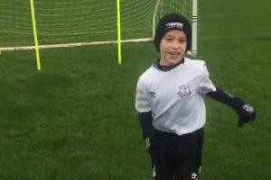Tiene 9 años y a pesar de su padecimiento, ama el fútbol. Foto:Vía twitter.com/shawyefc79