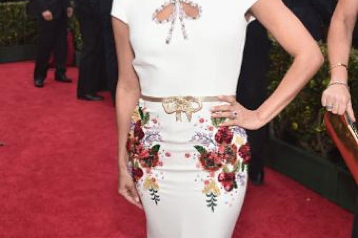 El vestido de Eva Longoria tiene el peor detalle en el peor lugar (parece un aparato reproductor). A pesar de eso pudo ser un buen estilo chinoiserie. Foto:vía Getty Images