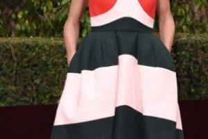 """Increíble que Olivia Palermo, """"It girl"""" del momento, se haya vestido tan mal. Parece en fiesta de blogueras veraniega de 2013. Foto:vía Getty Images"""