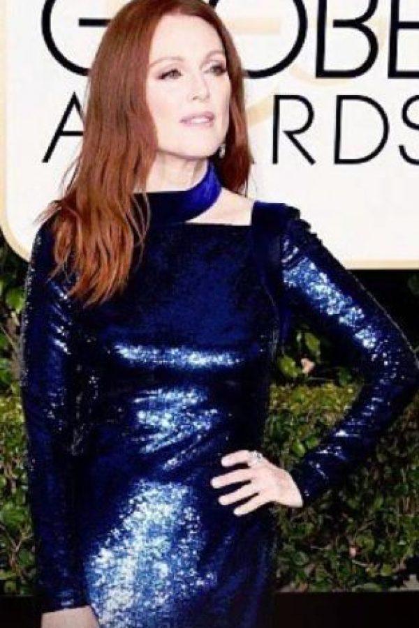 Julianne Moore, siendo la ganadora absoluta de la gala con este vestido azul Klein. Foto:vía Getty Images
