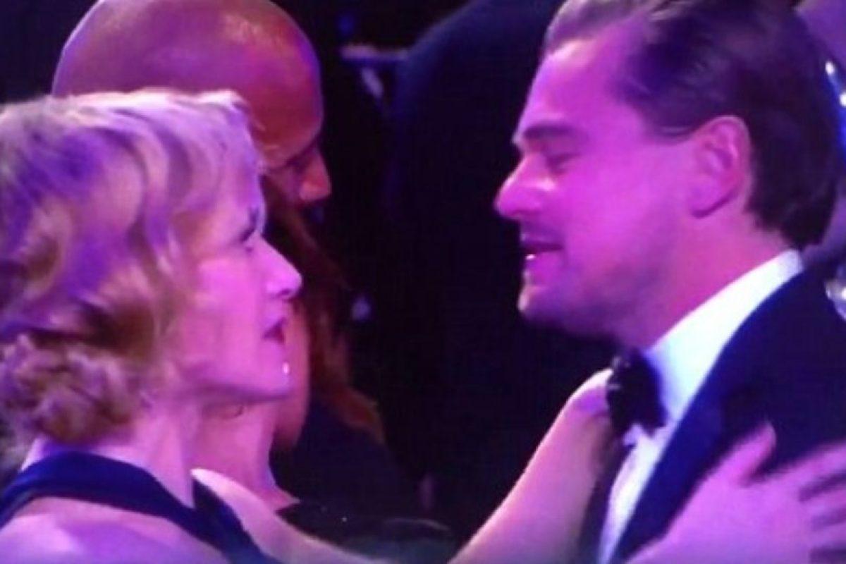 Así fue el abrazo tan emotivo entre Kate y Leonardo. Foto:Vía Twitter