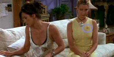 """""""Casi"""", porque en la siguiente escena, la mancha es más pequeña. Foto:Vía YouTube / Warner Bros"""