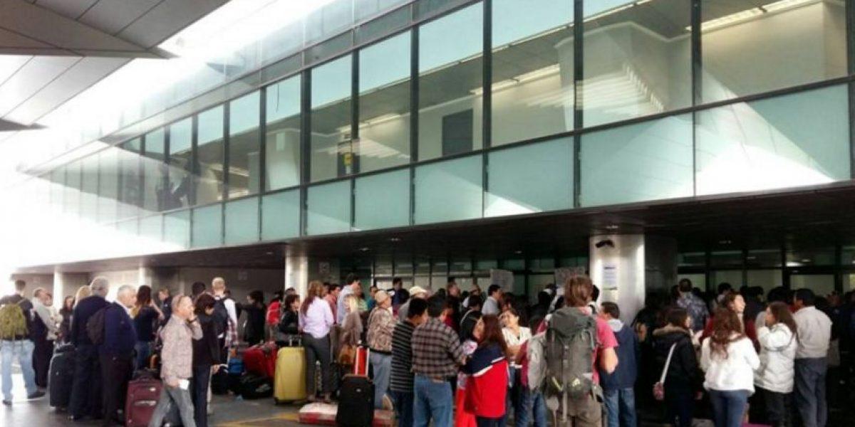 Trabajadores de Aeronáutica Civil bloquean ingreso en el aeropuerto La Aurora