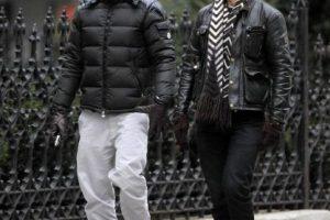 Ricky Martin y su amigo compartieron risas en su paseo en Nueva York Foto:Grosby Group