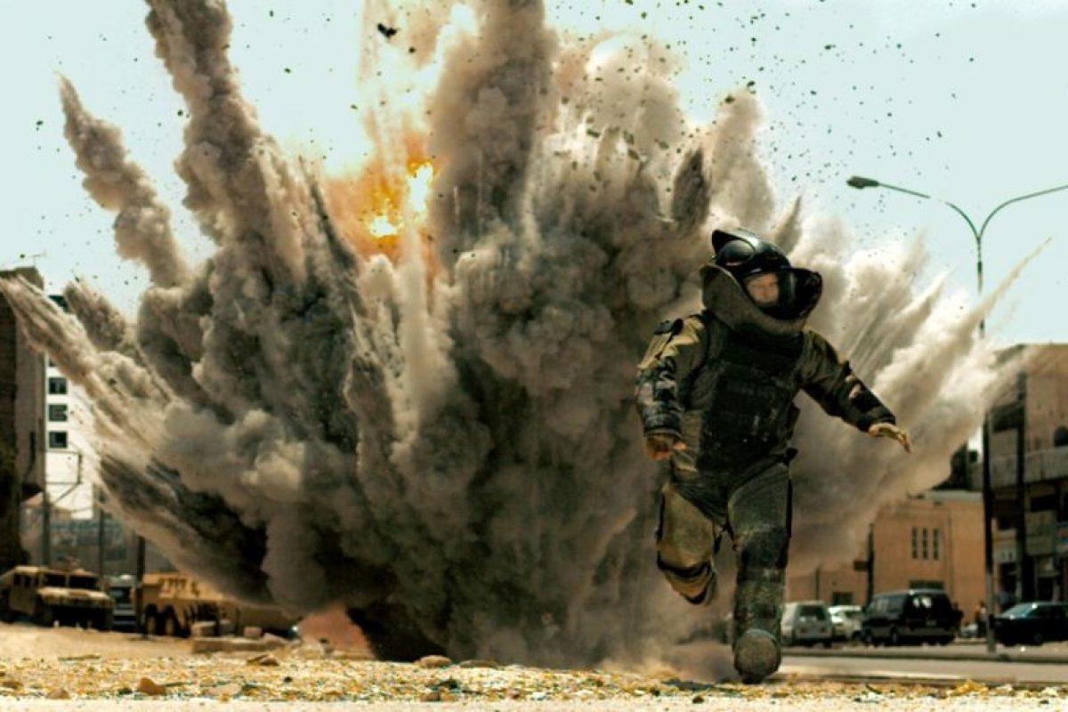 """""""Zona de miedo"""" es una película estadounidense de 2008 que relata el día a día de una brigada estadounidense de artificieros desplegada en Irak.Ganó el premio a mejor película de ese año. Foto:Kingsgate Films / Summit Entertainment"""