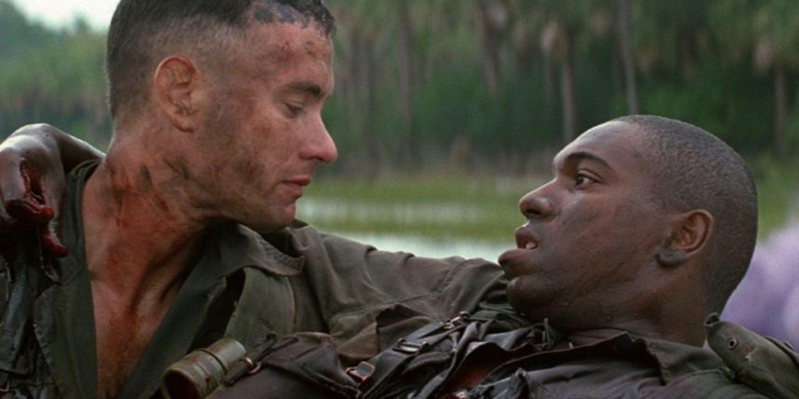 """La cinta """"Forrest Gump"""" está basada en la novela homónima del escritor Winston Groom. La película ganó en 1994 los Óscares a mejor película, mejor director, mejor actor, mejor guion adaptado, mejores efectos visuales y mejor montaje. Foto:Paramount Pictures"""