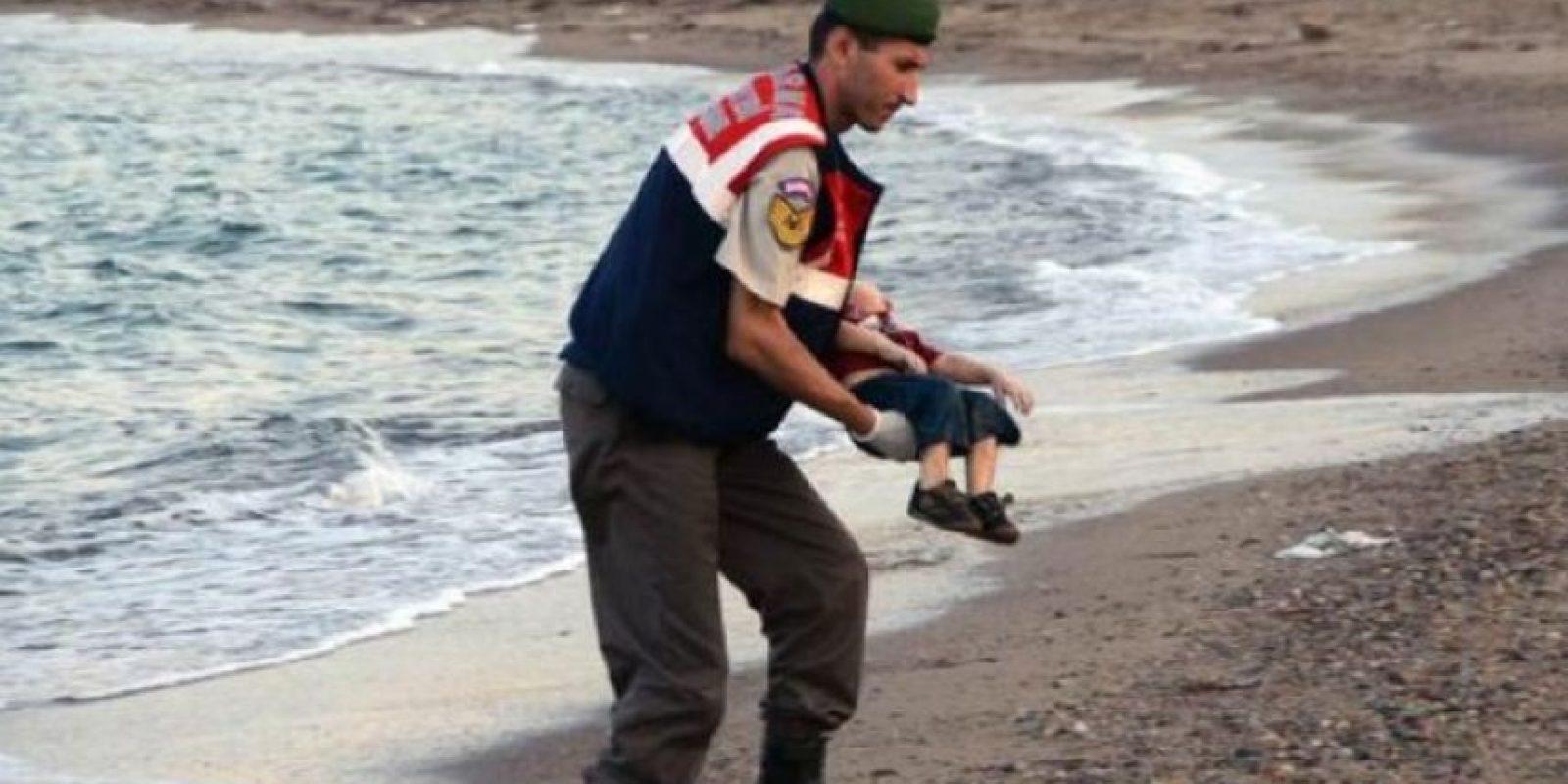 Su cuerpo se encontró después de que se hundió la embarcación donde intentaba migrar con su familia hacia Europa, en búsqueda de una vida mejor Foto:AFP