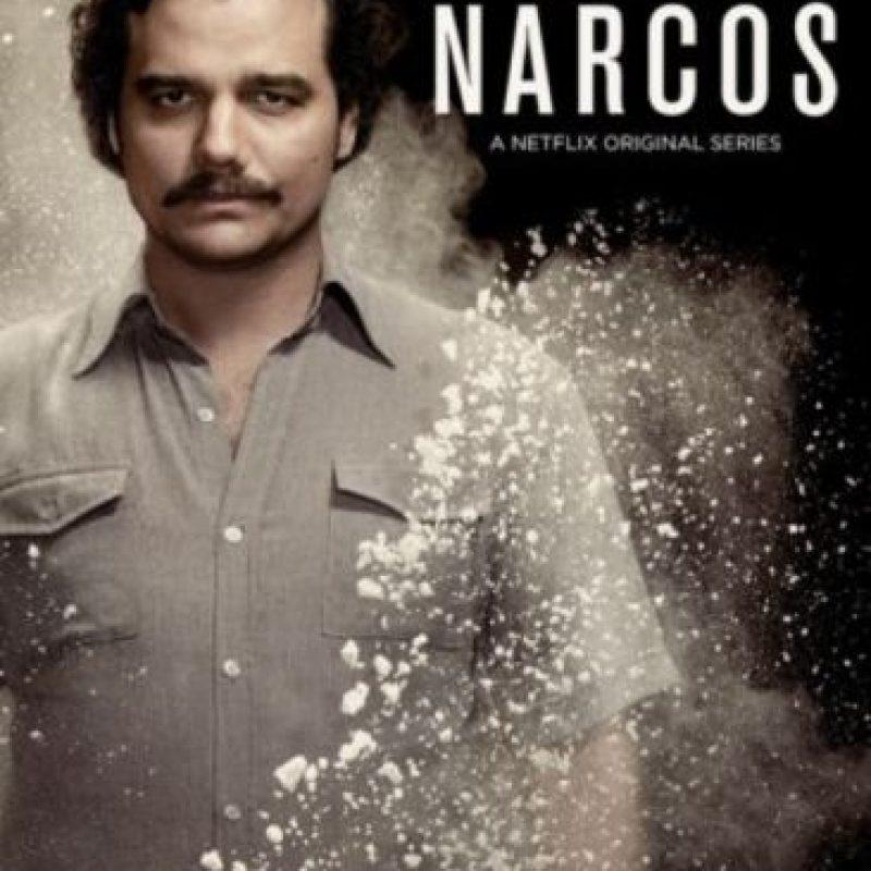 Narra las historias de los capos de la droga de la década de los ochenta y los esfuerzos de la ley para detenerlos. Protagonizada por el brasileño Wagner Moursa, detalle el choque entre las fuerzas jurídicas, políticas, policiales, militares y civiles, que buscan el control de la cocaína. Foto:Netflix