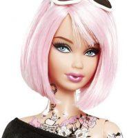 """Barbie también fue envuelta en escándalos luego de que sacara a la venta una muñeca con el cuerpo """"tatuado"""". Foto:Vía Instagram"""