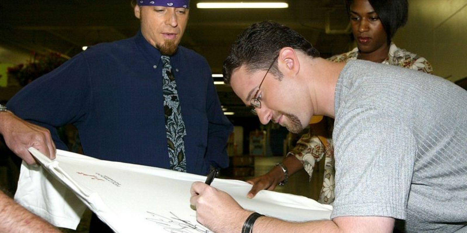 Así lucía en 2003. Firmando autógrafos para los fanáticos de la serie Foto:Getty Images