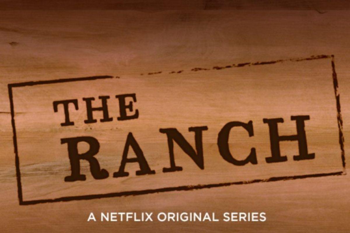 """Ashton Kutcher da vida a """"Colt"""", quien se encarga del rancho familiar después de una carrera fallida en el fútbol semiprofesional. Foto:Netflix"""
