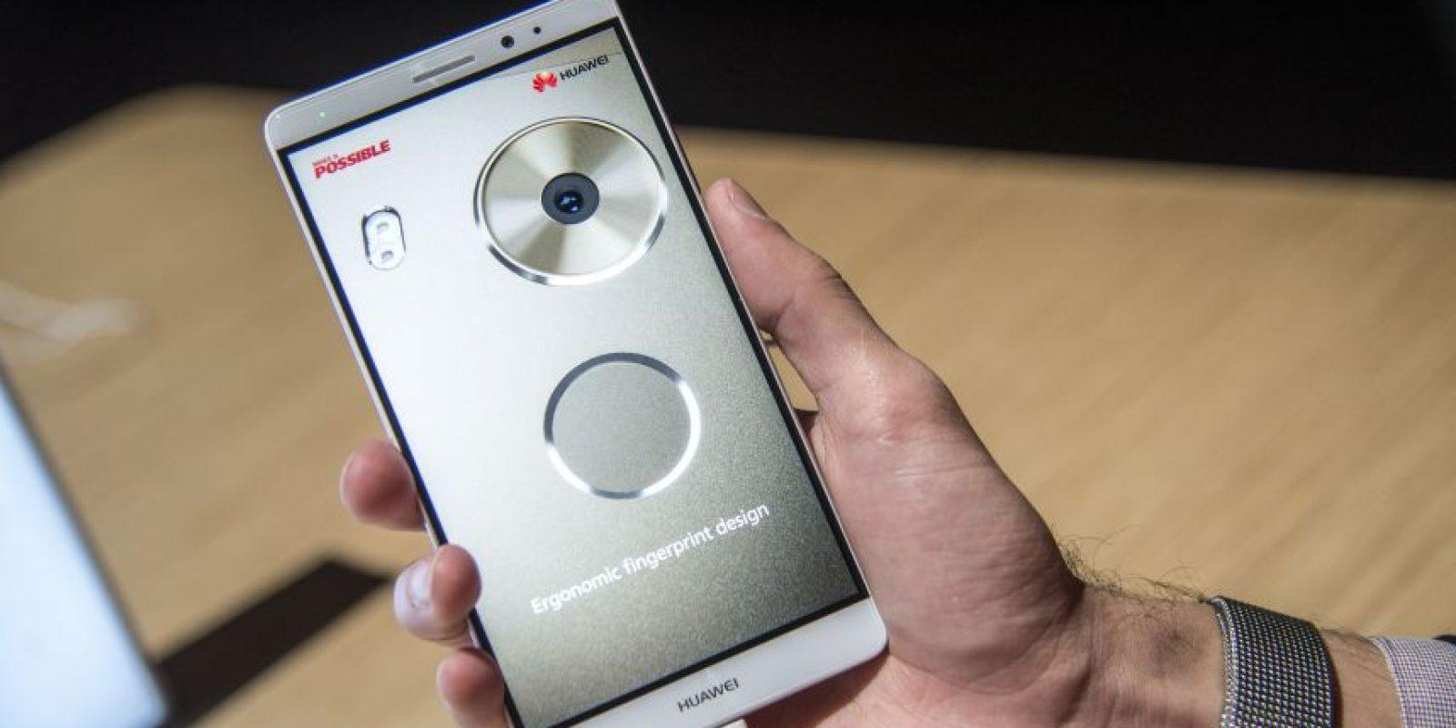 """La tecnología de la huella digital además del bloqueo y desbloqueo del smartphone sirve para tomar las """"selfies"""" de una forma innovadora Foto:LUIS CARLOS NÁJERA"""