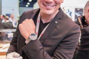 También hay versiones de los relojes inteligentes para hombres Foto:LUIS CARLOS NÁJERA