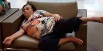 Así photoshopearon usuarios de Internet la foto de esta mujer. Foto:Vía Facebook