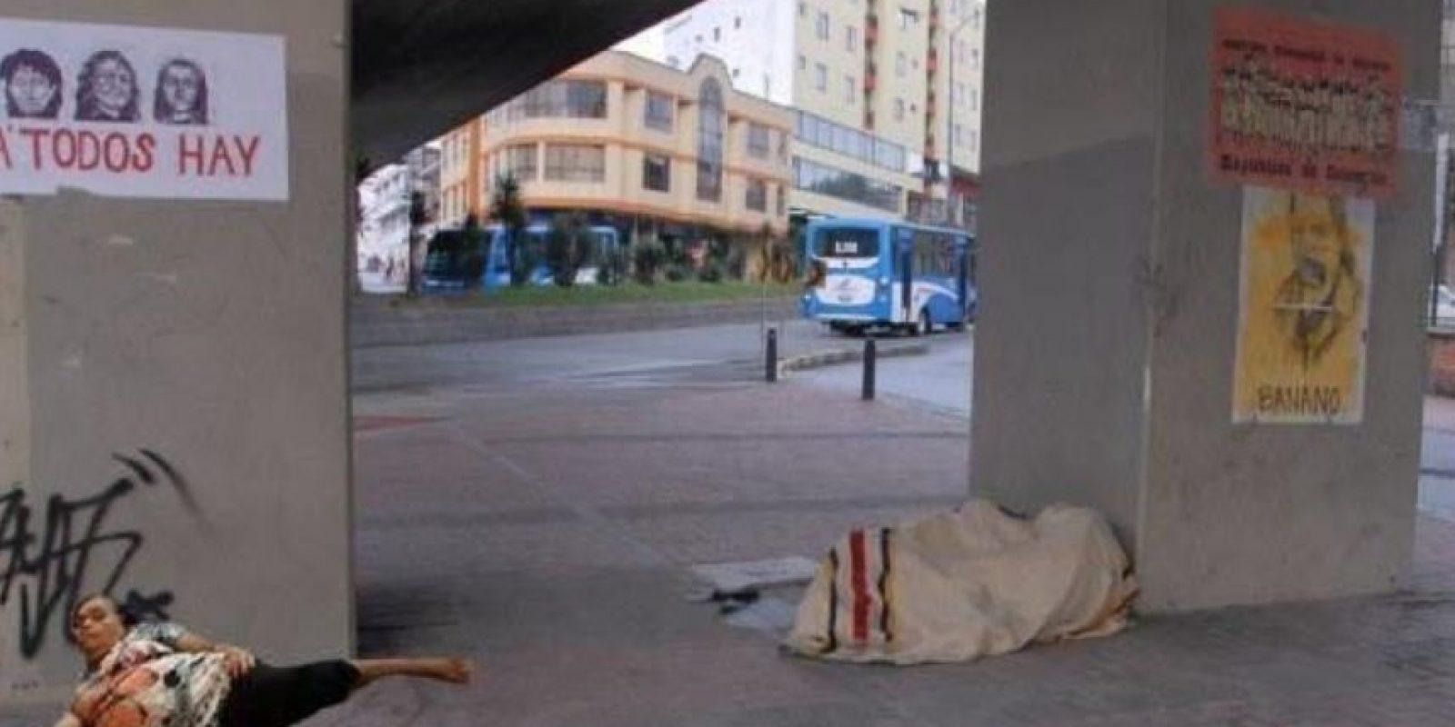 Dormida en la calle Foto:Vía Facebook
