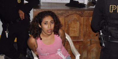 Policía investiga el motivo de una mujer de haber agredido a una madre y su hijo