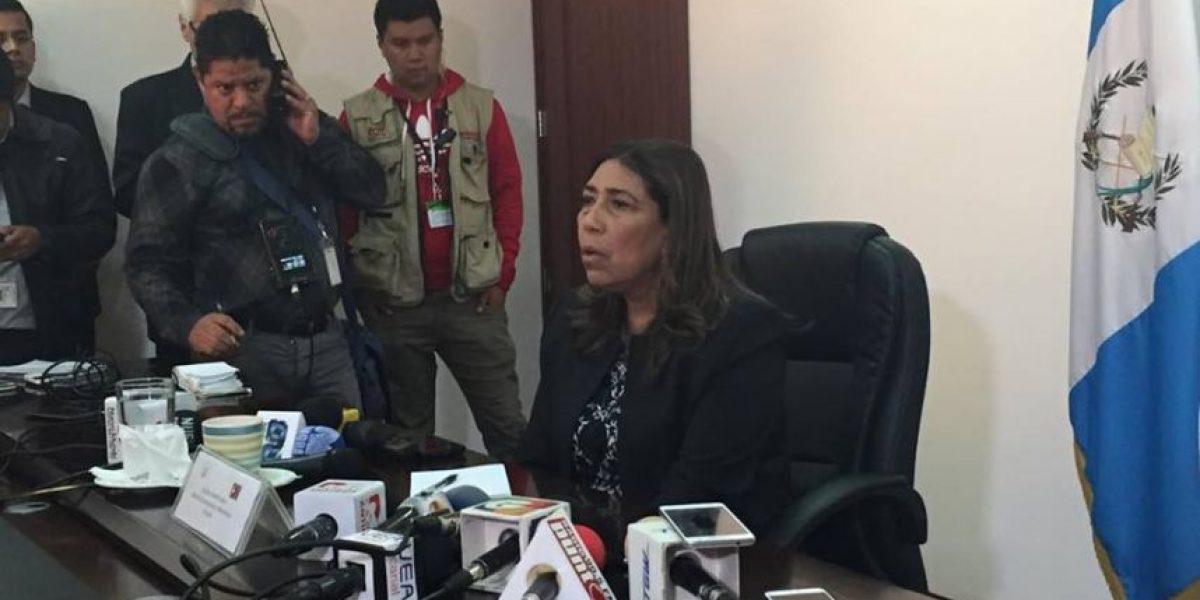 Ministra de Comunicaciones afirma que se quedará en el cargo