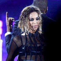 """""""Bloquearon todo incluso las ventanas para que nadie pudiera ver. Fácil había hasta 300 personas afuera esperando ver a Beyoncé que salió por la puerta trasera rápidamente"""", informó un testigo a """"E! News"""". Foto:Getty Images"""