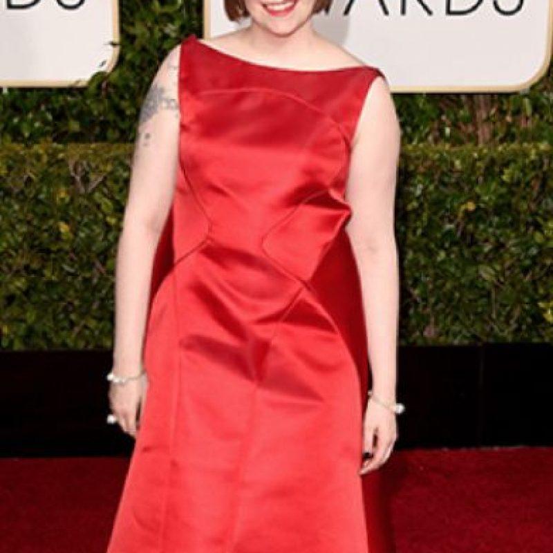 El amplio de los hombros de Lena Dunham supera la figura inicial en este Zac Posen. Además, el vestido le queda ajustadísimo. Foto:vía Getty Images