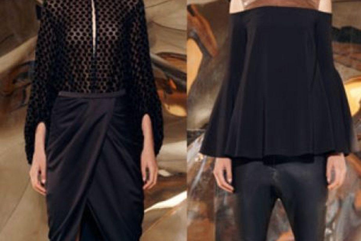 Un vestido de dos piezas (con dos looks proporcionales) de Camilla & Mark. La falda, drapeada, contrasta con una camisa simple y ceñida. La blusa Bardot contrasta con leggings ceñidos. Foto:vía Camilla & Mark