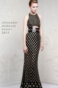 Este Alexander McQueen juega con la forma corporal para hacerla más sinuosa. Foto:vía Red Carpet Fashion Awards