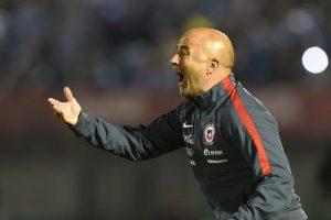 El entrenador argentino le da instrucciones a sus dirigidos, Foto:AFP