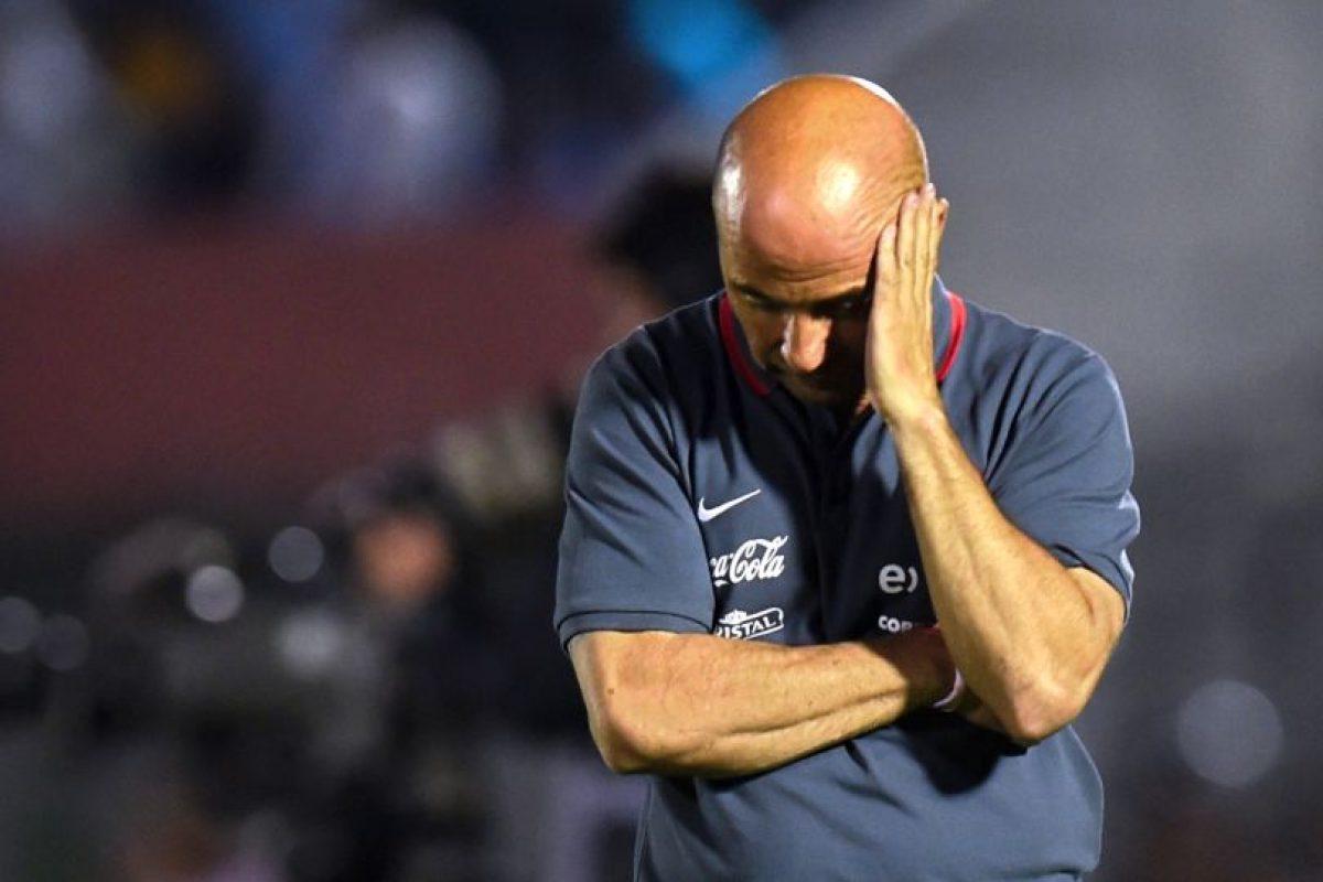 Jorge Sampaoli se lamenta en un partido de la selección chilena. Foto:AFP