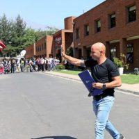 El técnico argentino en la salida de la asociación chilena de fútbol. Foto:AFP