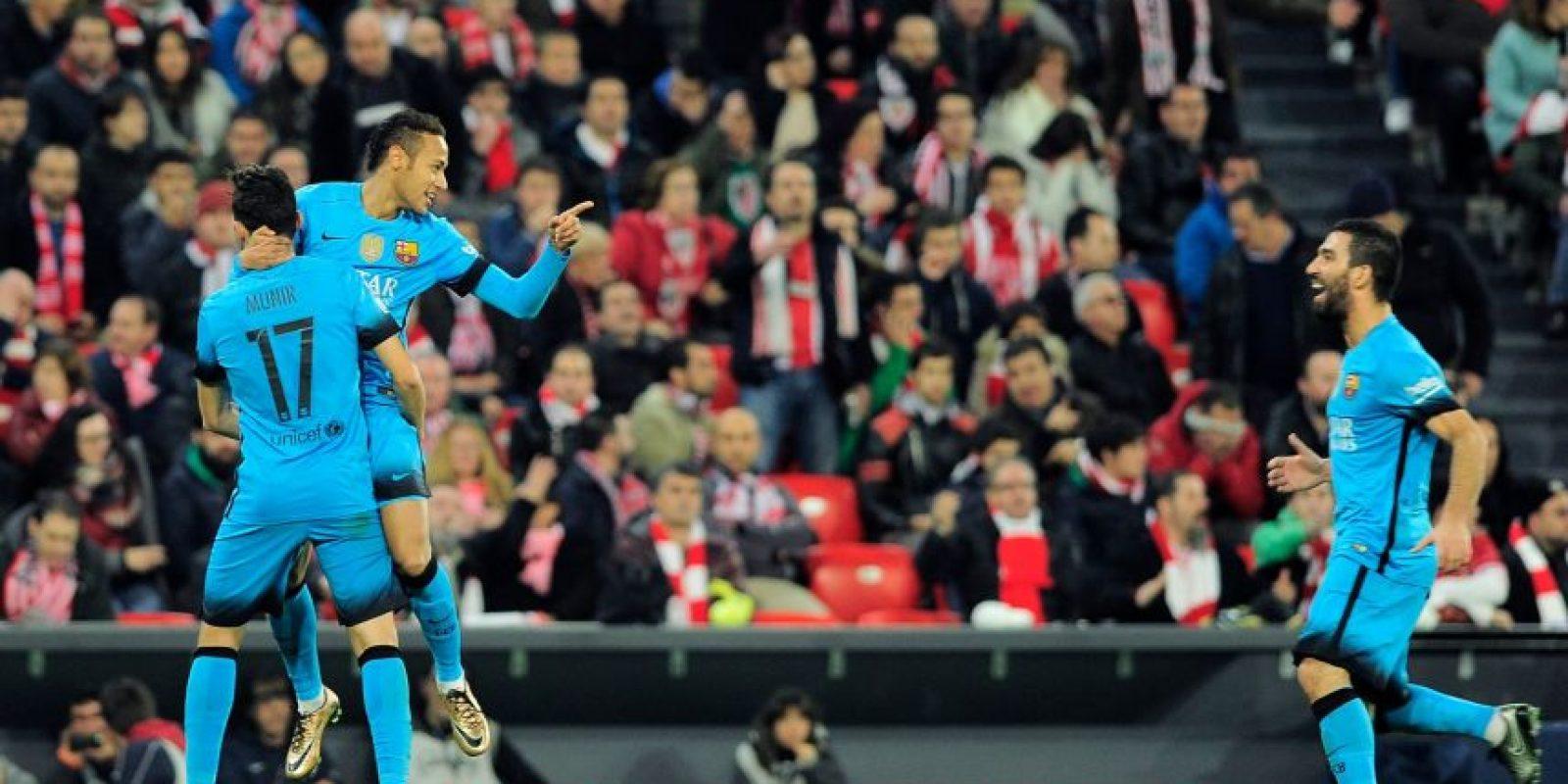 Munir, Neymar y Turan celebran uno de los goles del equipo de Luis Enrique. Foto:AFP