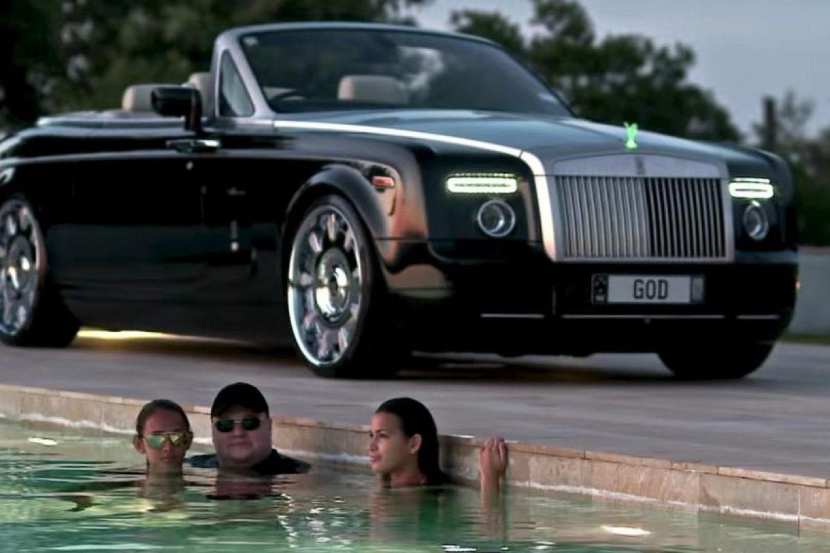 Kim disfrutando en una piscina. Foto:MrKimDotcom / YouTube