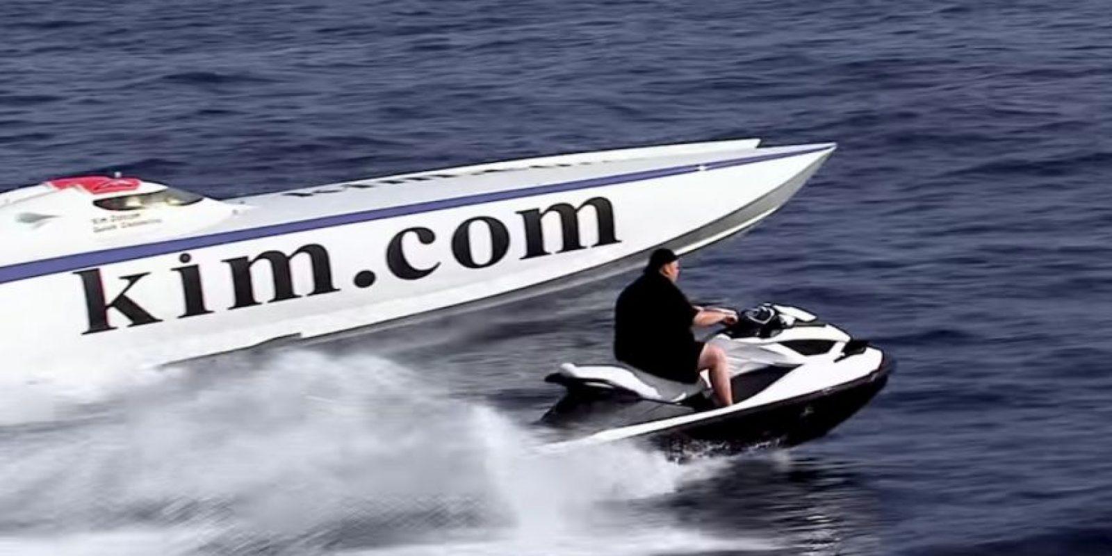 Todo tipo de vehículos para divertirse. Foto:MrKimDotcom / YouTube