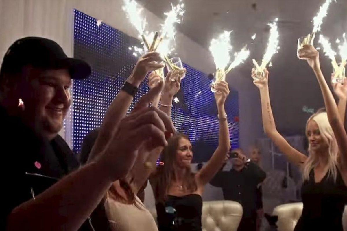 Fiestas con hermosas mujeres. Foto:MrKimDotcom / YouTube
