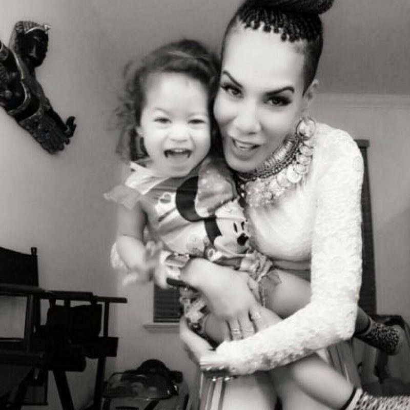 """Esto, con su pareja actual, el coreógrafo de reguetón Xavier Sánchez. Foto:vía Facebook/Ivy Queen """"La Diva"""""""