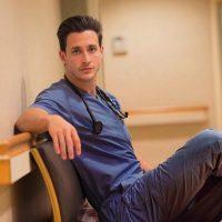 Su nombre es Mikhail Varshavski Foto:Vía Instagram/@doctor.mike