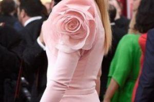 """""""Te sientas en lo que es básicamente un mini trono y una combinación de infrarrojos y vapor te limpian el útero"""", declaró la exesposa de Chris Martin. Foto:Getty Images"""