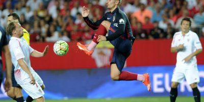 El galo Antoine Grizmann ante el Sevilla. Foto:AFP