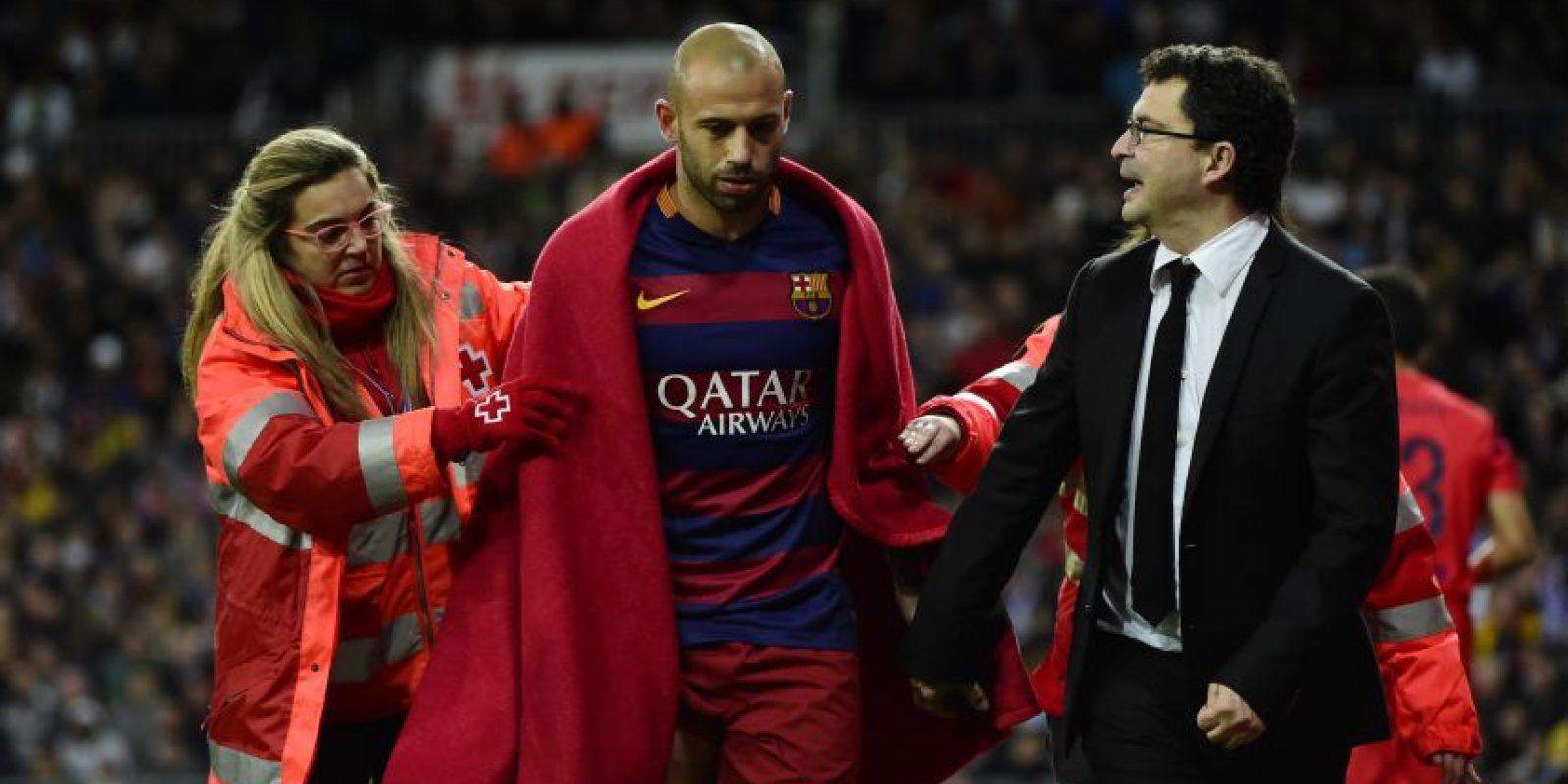 Mascherano sale de cambio durante un partido. Foto:AFP