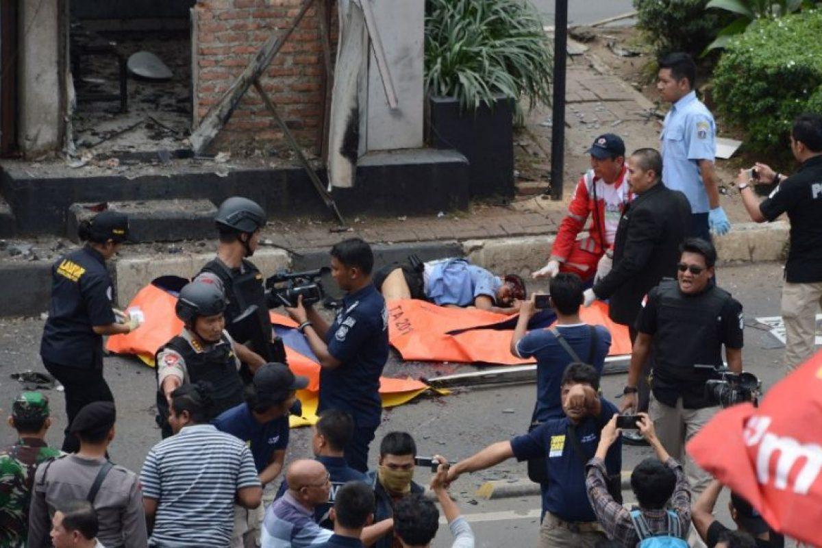Un grupo vinculado al ISIS hizo estallar dos explosivos y disparó contra los pasantes en el centro de la ciudad. Foto:AFP