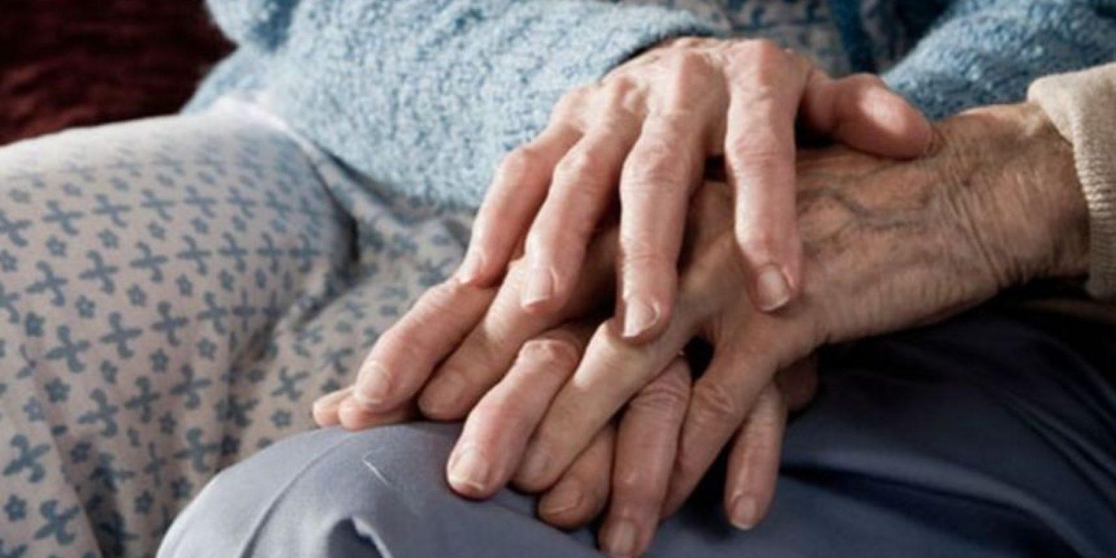 Bob Lowe, también veterano de la Segunda Guerra Mundial, le escribió a su fallecida esposa. Foto:Getty Images
