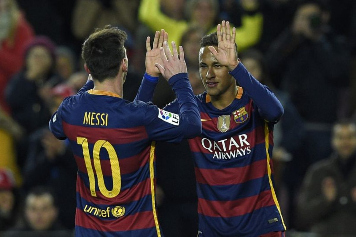 Neymar celebra un gol con Lionel Messi. Foto:AFP